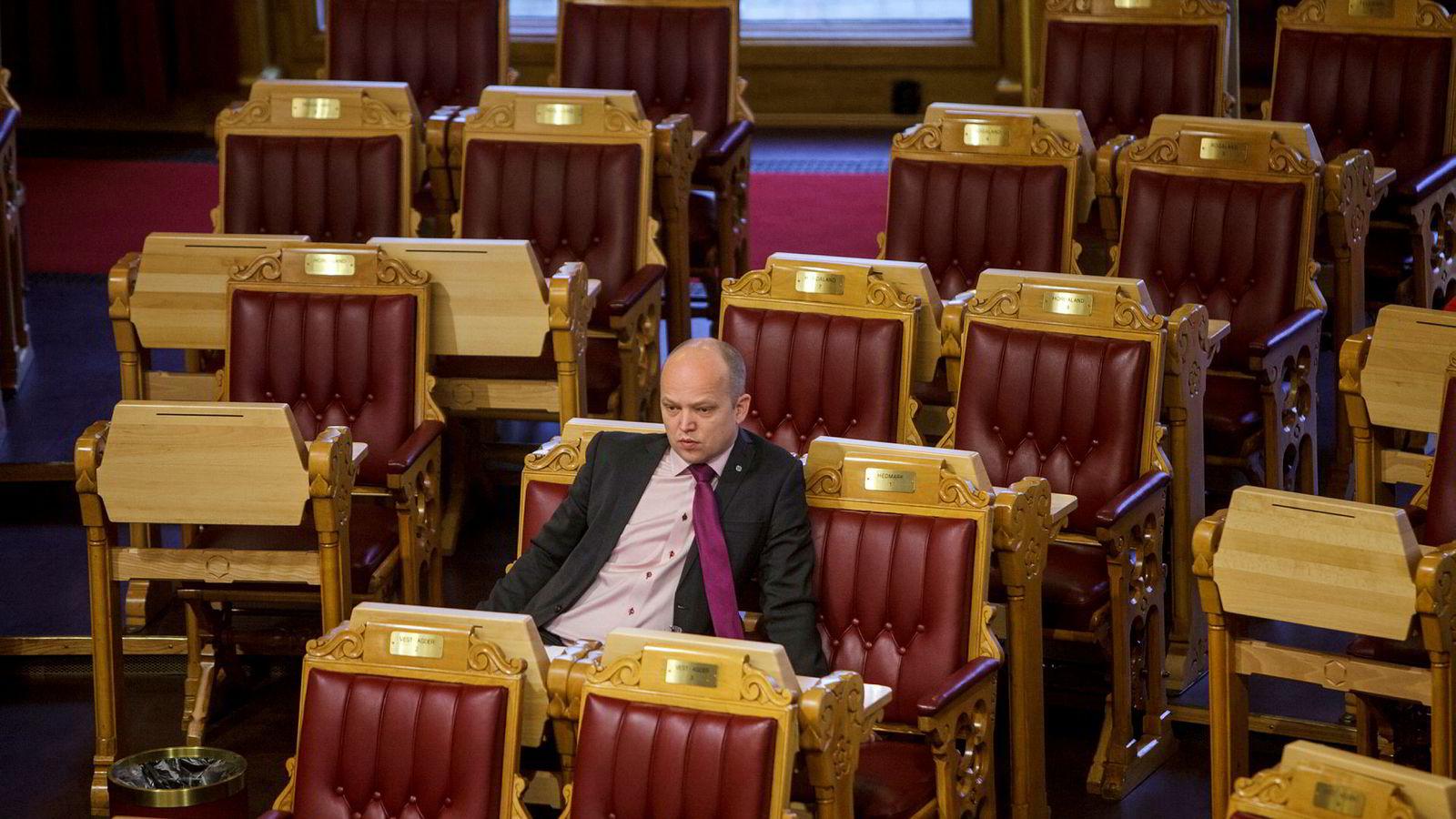 Senterparti-leder Trygve Slagsvold Vedum hadde en ulv å plukke med klima- og miljøministeren i Stortingets spontanspørretime.
