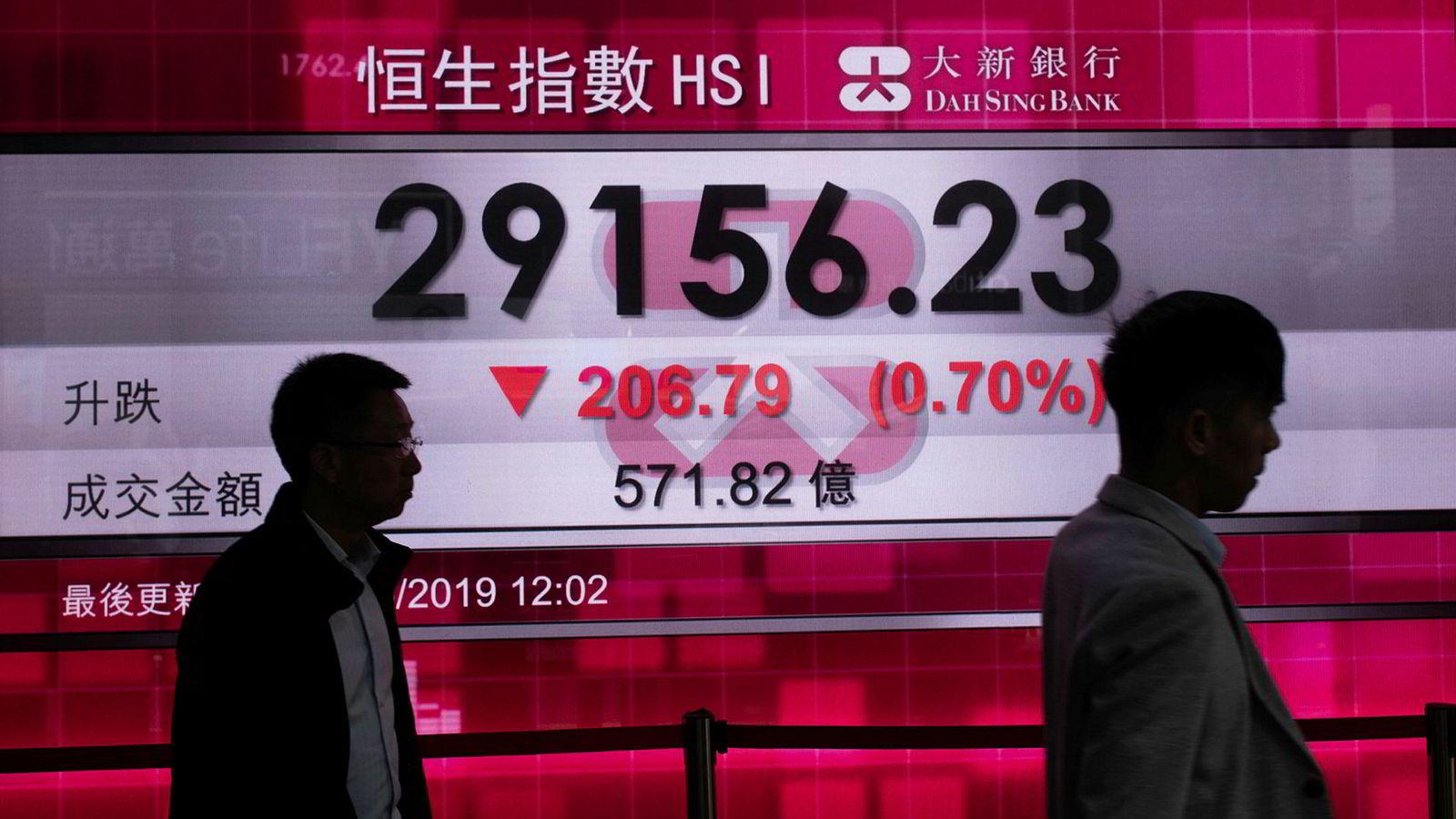 Hang Seng-indeksen faller fredag morgen.