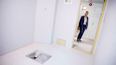At justisdepartementet nå sier at staten vil fortsette å fengsle barn til tross for at Borgarting lagmannsrett i en dom slår fast at det forelå brudd på Grunnloven og Den europeiske menneskerettighetskonvensjonen (EMK), gir grunn til bekymring, skriver artikkelforfatteren. Her åpner Sylvi Listhaug (Frp) ny modul i Politiets utlendingsinternat på Trandum. Foto: Håkon Mosvold Larsen/NTB Scanpix