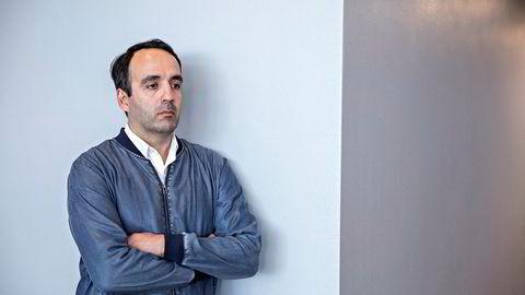 Fredrik Sneve er en nær forretningspartner og venn av Tom Hagen. Her i forbindelse med Pareto-rettssaken hvor han skulle vitne.