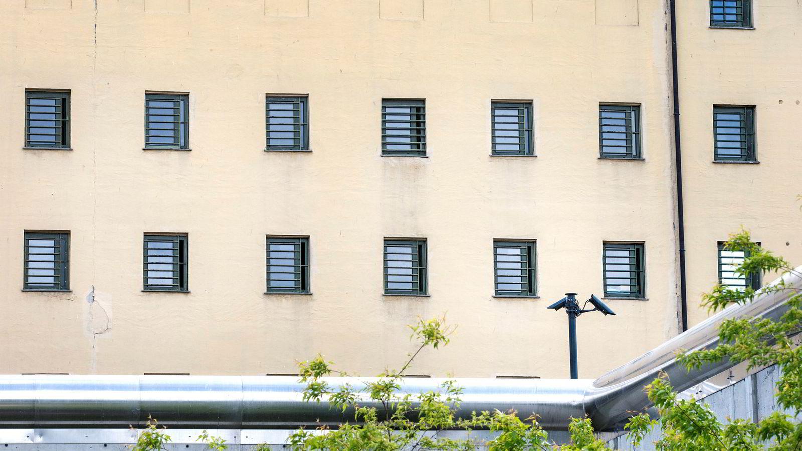 Syv fengselsavdelinger skal legges ned grunnet mindre behov for soningsplasser med lavt sikkerhetsnivå.