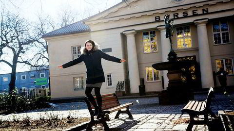 Leder av Aksje Norge, Lene Refvik mener kvinner tar stor risiko når de velger å ikke spare i aksjer.