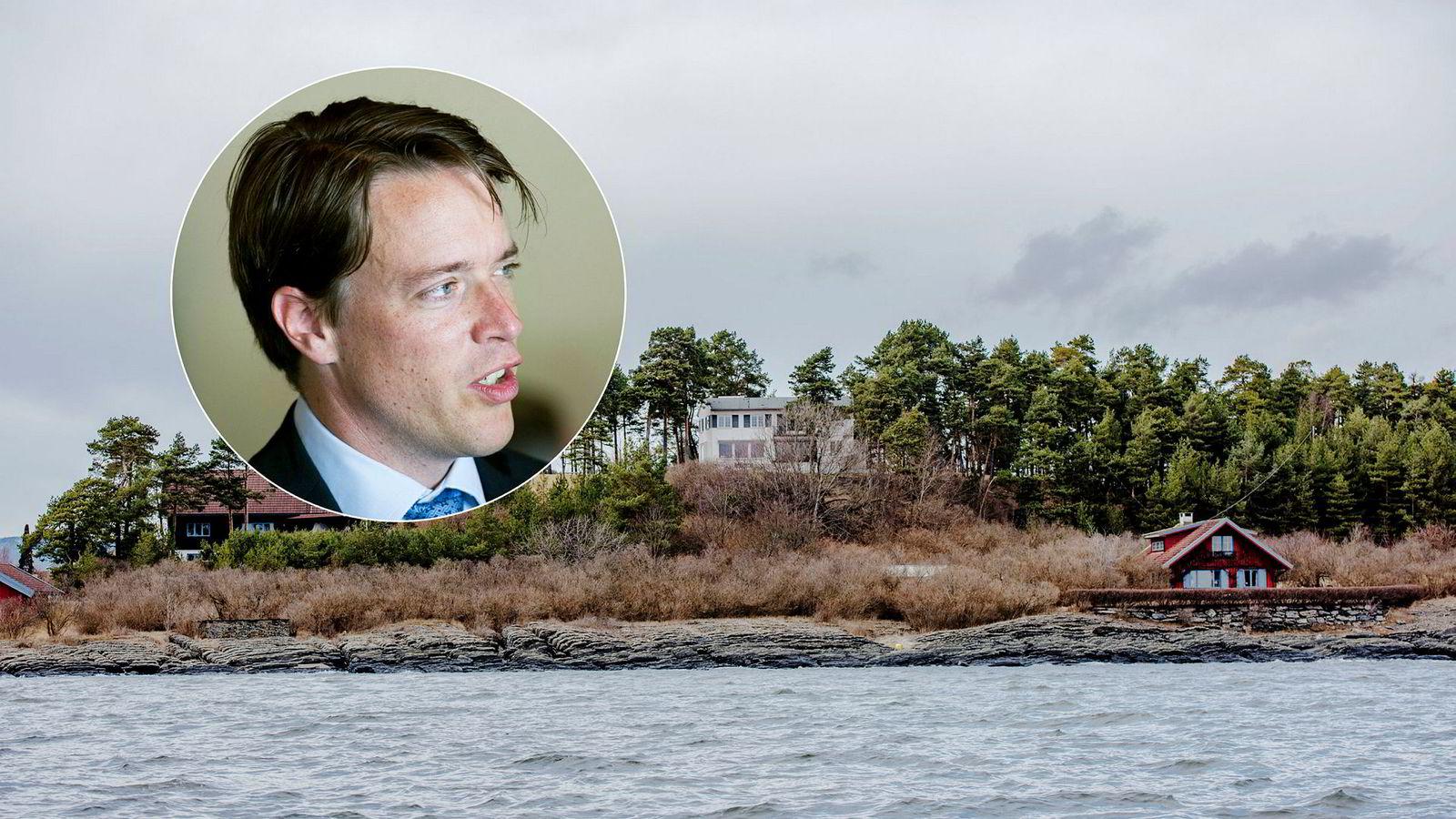 Investor Fredrik Halvorsen har tidligere søkt om å få rive det røde huset (til høyre) på sin enorme Snarøya-eiendom. Nå vil han også «demontere» den hvite boligen (midt i bildet).