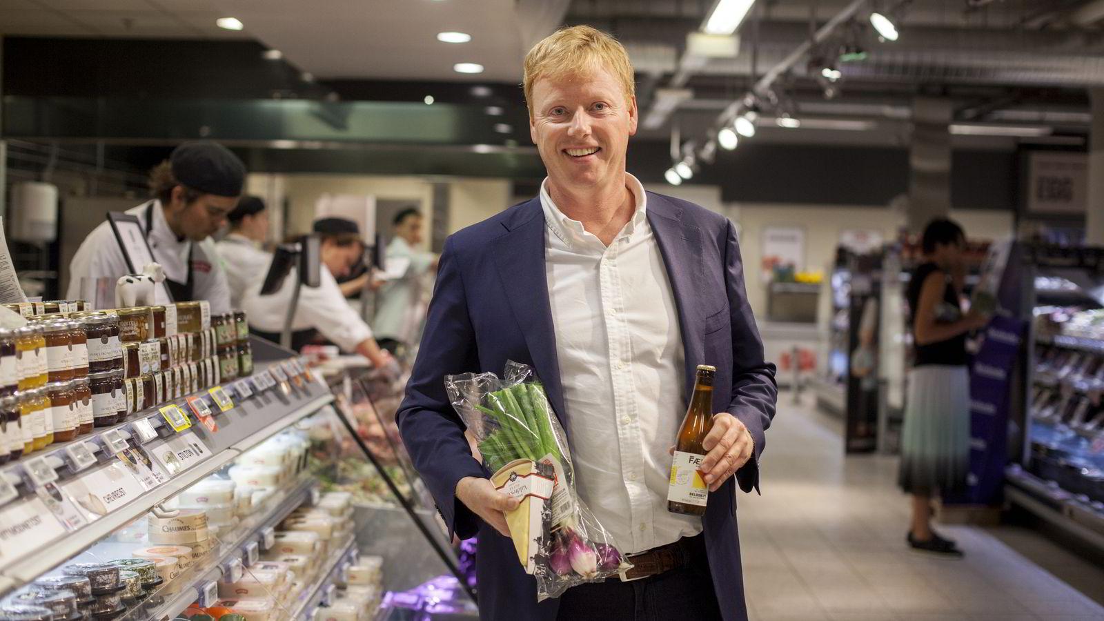 Meny-sjef Vegard Kjuus har 2300 lokalmatprodukter i sine butikker.               Foto:
