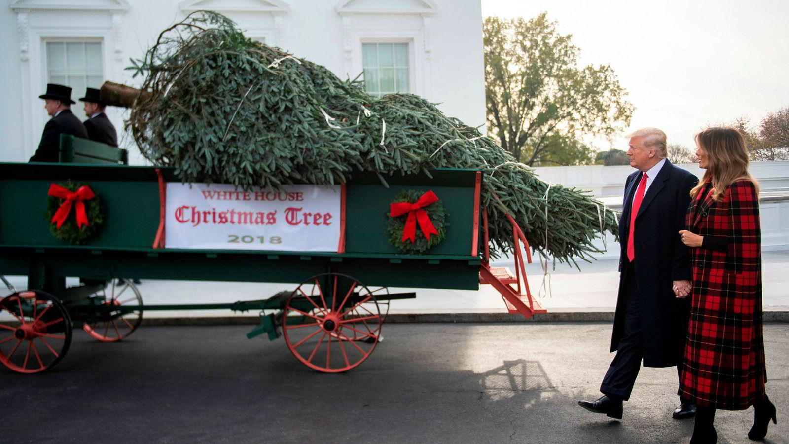 Snart blir det jul og adventstid for USAs president Donald Trump også. Her sammen med sin kone Melania Trump.