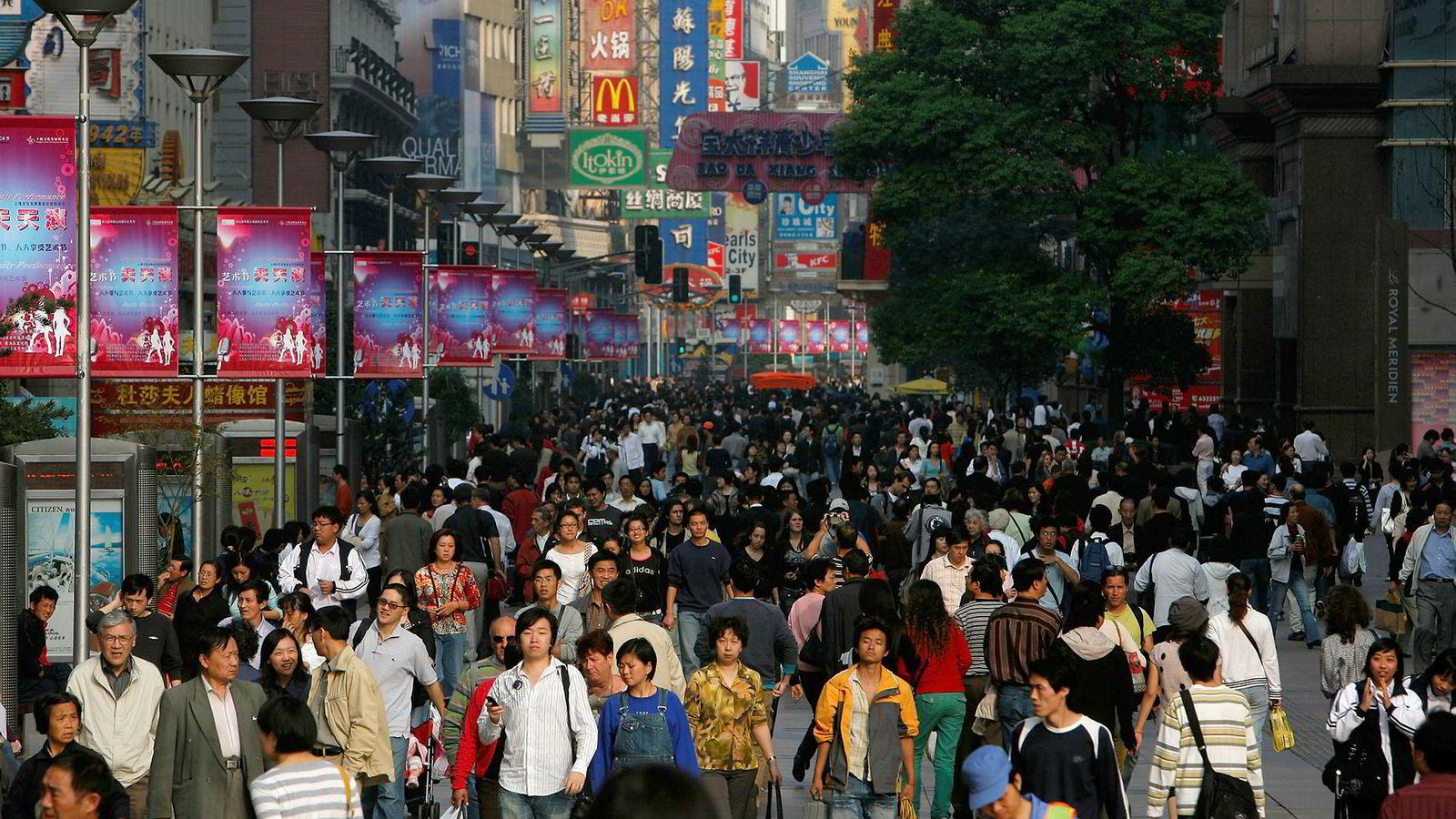 Kinas handelsoverskudd ble redusert fra 44,58 milliarder dollar i juli til 34,83 milliarder dollar i august.
