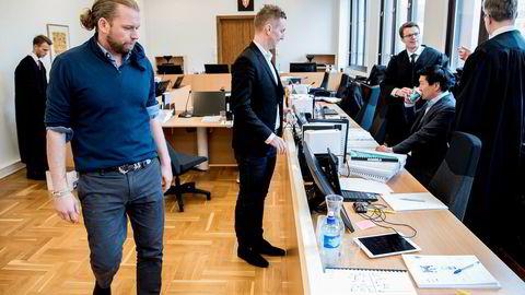 Petter Smedvig Hagland er sammen med Kjetil Andersen (i midten) og Thomas Mjeldheim (sittende) saksøkt for 130 millioner kroner av Alfred Ydstebø.