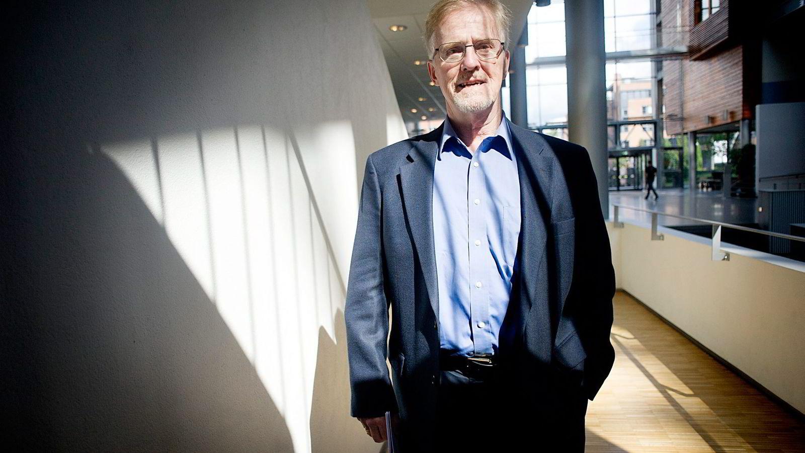 Professor Gudmund Hernes, tidligere utdanningsminister, mener saken bør etterforskes av et uavhengig organ.