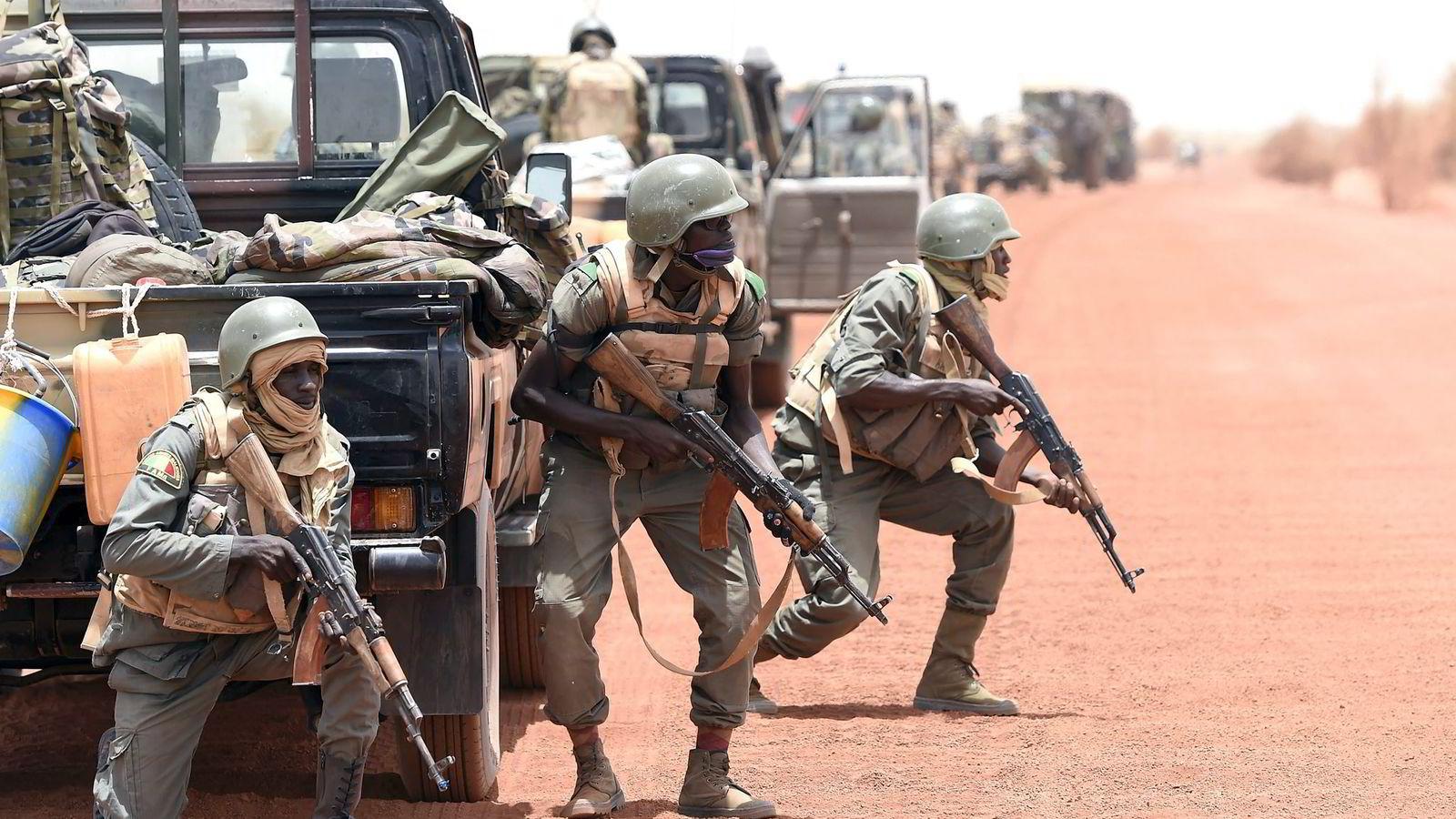 Det har blitt stadig vanskeligere å underslå den klare sammenhengen mellom væpnet konflikt og underutvikling. Her fra konflikten i Mali i juni. Foto: Philippe Desmazes, AFP/NTB Scanpix