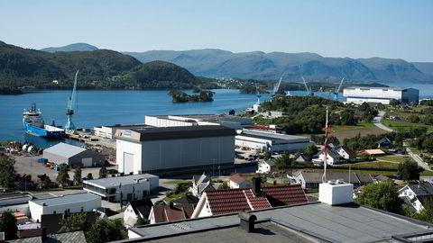 Staten vil gå inn med 2,5 milliarder kroner i Kongsberggruppen for å finansiere oppkjøpet av Rolls-Royce Marine her i Ulsteinvik.