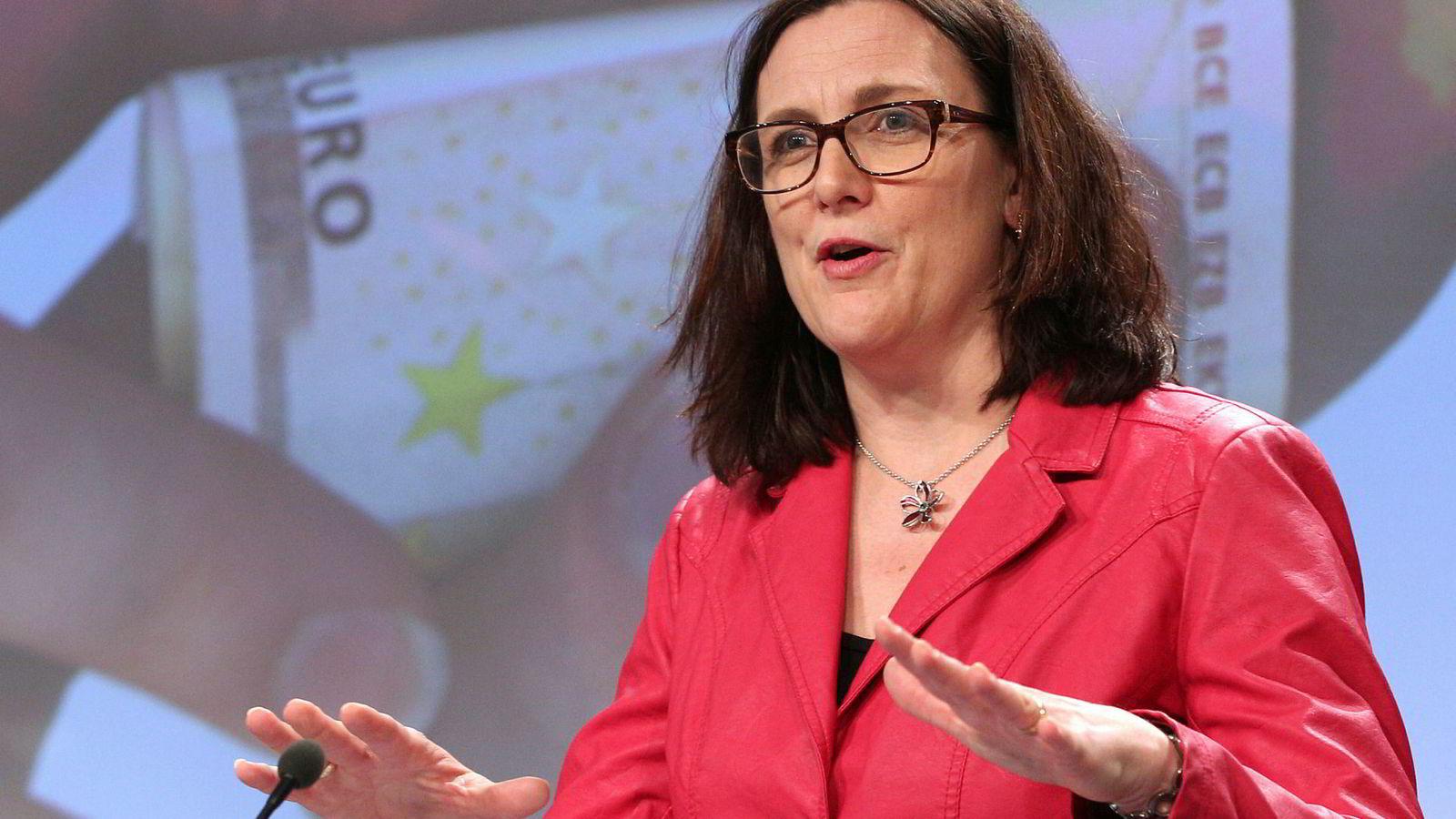 EUs handelskommissær Cecilia Malmström ber USA samarbeide i stedet for å drive aggressiv handelspolitikk som truer verdenshandelen.
