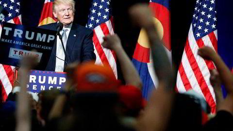 Republikanernes presidentkandidat Donald Trump (70) mener Hillary Clinton og hennes team bør «skamme seg» etter anklager om rasisme. Foto: Evan Vucci/AP/NTB Scanpix