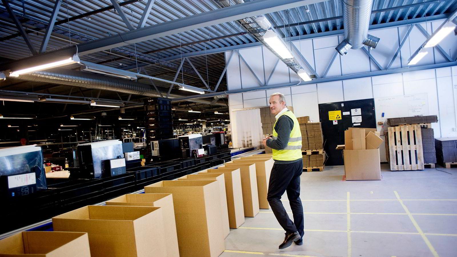 Komplett-sjef Ole Vinje har de siste årene utvidet med bank, apotek og bildeler. Nå vil det norskeide selskapet ta et nytt steg.