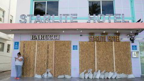 Innbyggerne i Miami og Miami Beach tar de forholdsreglene som er mulig før Irma ventes å treffe på søndag.