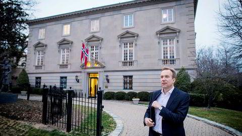 Børge Brende (H) er en av de første utenriksministrene som får møte USAs utenriksminister Rex Tillerson i Washington, D.C. Her er Brende utenfor den norske ambassaden som ligger rett ved residensen til USAs visepresident Mike Pence.