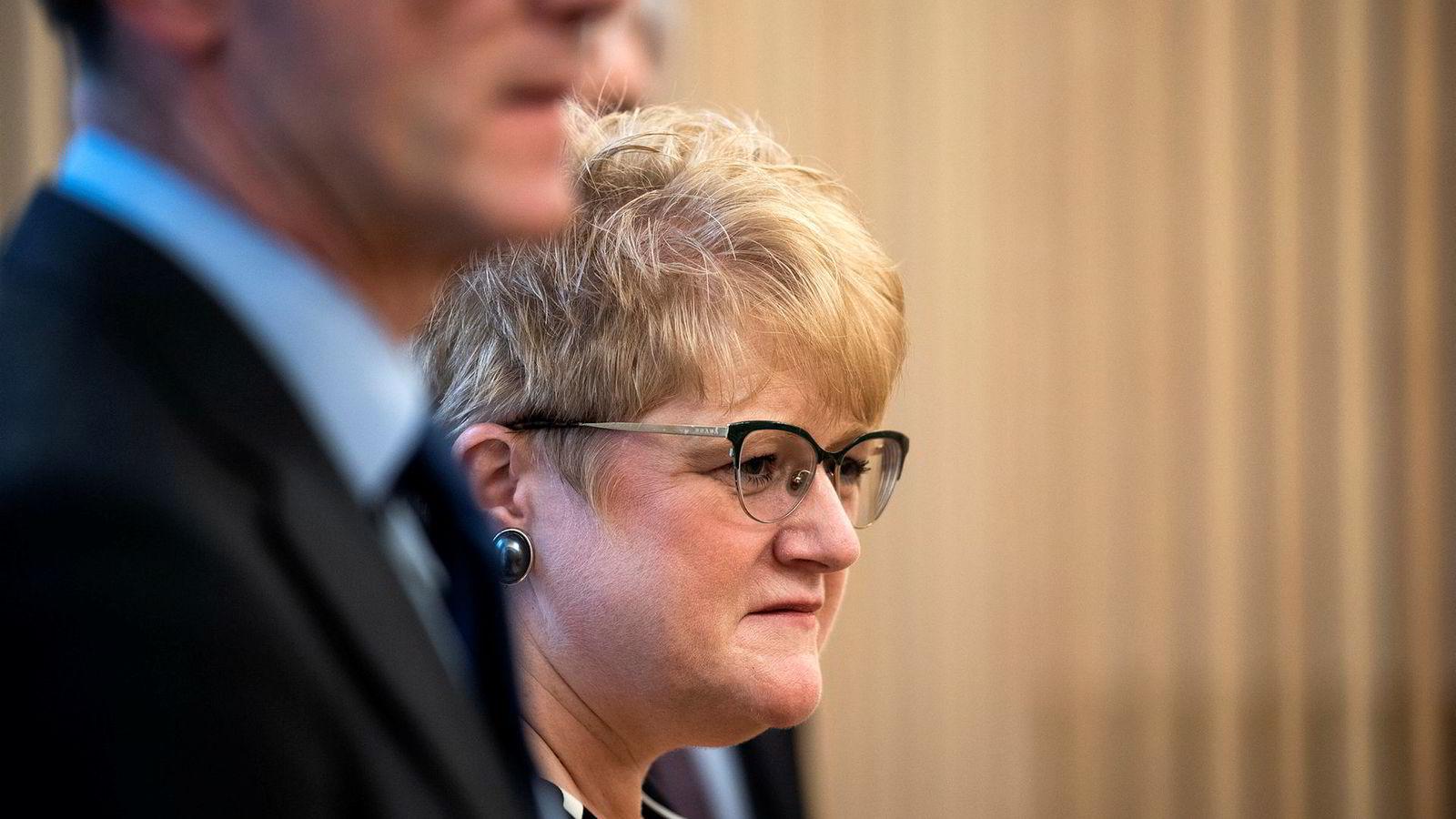 Venstre-leder Trine Skei Grande og nestleder Terje Breivik møtte pressen før helgens landsmøte.