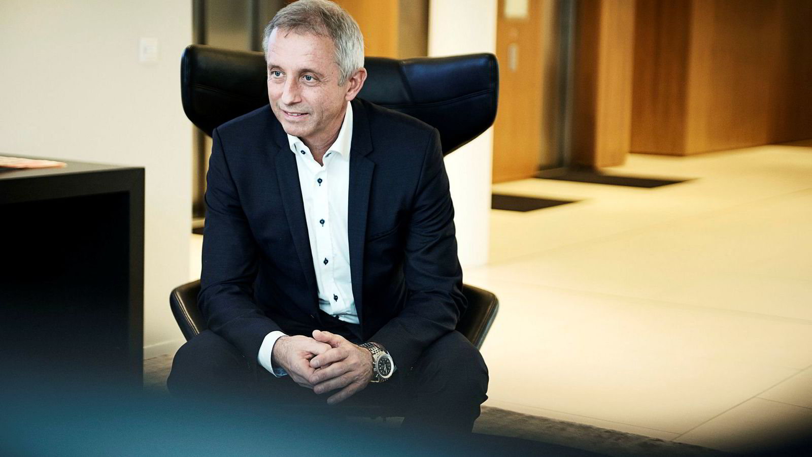 Salg av Evry-aksjer bidro til en finansinntekt på drøyt 76 millioner kroner i Jo Lunders heleide investeringsselskap Cigalep i fjor. Lunder måtte trekke seg som Evry-styreleder som en følge av korrupsjonsanklagene mot ham.