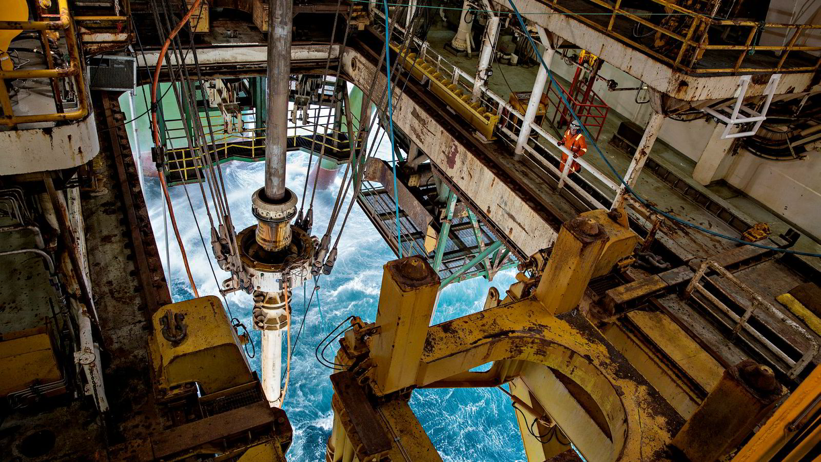 Pessimistene ser et hav av bekymringer foran seg. I Norge er man engstelig for lave oljepriser, toll, populisme og at IMF senker prognosene for den globale veksten.