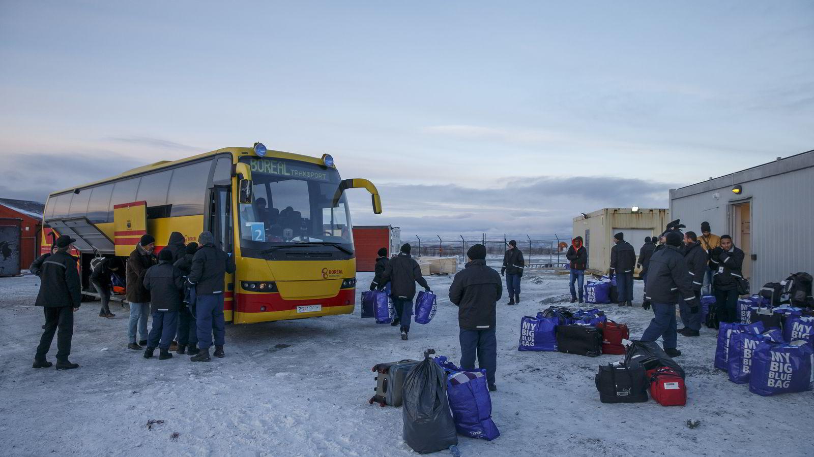 Asylsøkere i ankomstsenteret for flyktninger i Kirkenes. Hit sendes flyktninger, som passerer den norsk-russiske grensen på Storskog, før de sendes videre til mottak andre steder i landet. Foto: Cornelius Poppe /