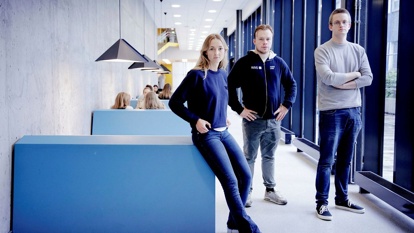 NHH-studenter reagerer på at praksisen for videoforelesninger er endret uten at de fikk beskjed. Fra venstre: Pia Berg, Kasper Lie Asdal og Jonas Personbråten Ludvigsen.