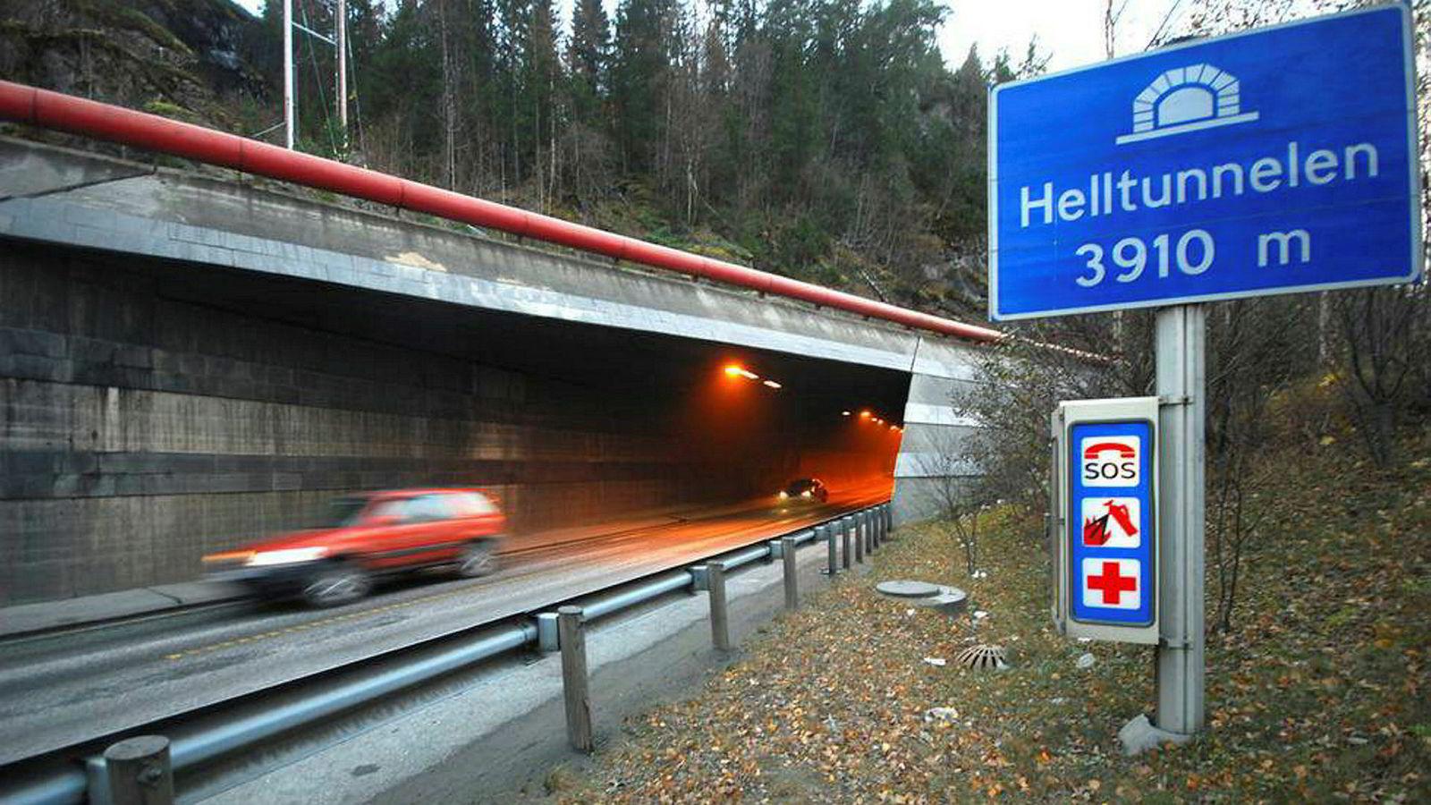 Her ved Helltunnelen på E6 mellom Trondheim og Værnes skal Nye Veier senere i år utvide motorveien fra to til fire felter.