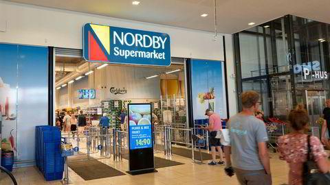 Capital Economics venter at den svenske kronen vil svekke seg betydelig i løpet av året. Her fra Nordby Supermarket i Sverige.