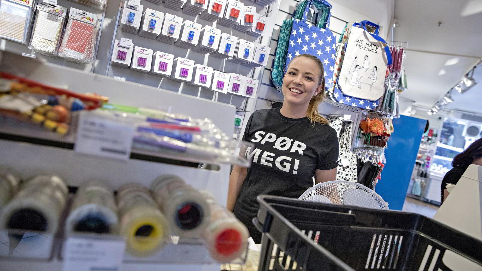 Den danske kjeden TGR har tatt land etter land. I løpet av et par år skal antallet butikker økes fra nærmere 40 til 56. Hanna Sandgren er butikksjef på TGR Arkaden i Oslo. Foto: Aleksander Nordahl