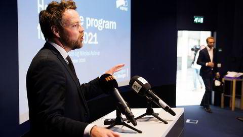 Høyre-toppene Torbjørn Røe Isaksen (til venstre) og Nikolai Astrup presenterte onsdag førsteutkastet til stortingsvalgprogram for 2017 til 2021. Foto: Berit Roald/