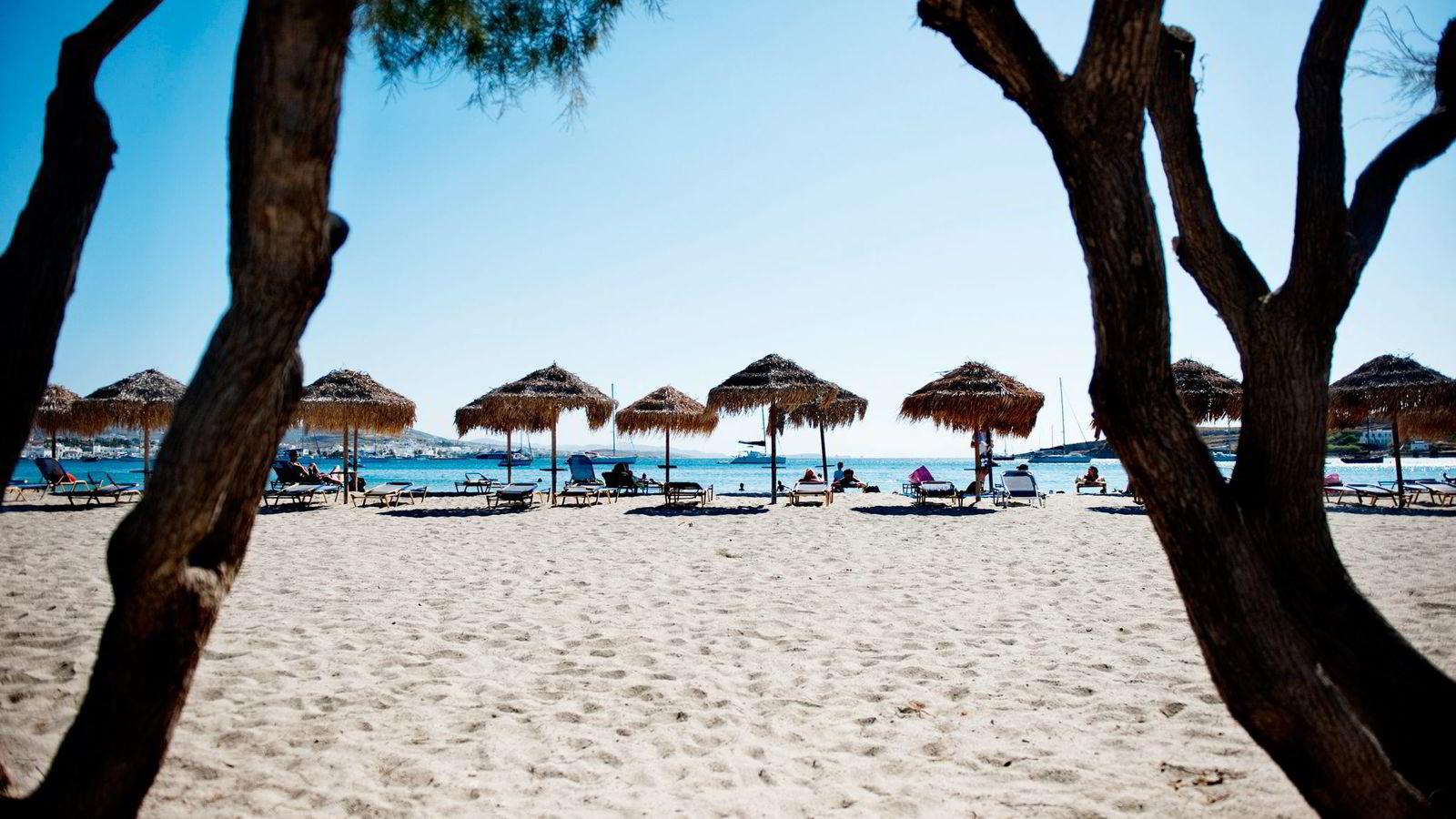 LÅNTE PENGER. Særlig unge menn planlegger ferie på kreditt. Her fra Paros i Hellas.