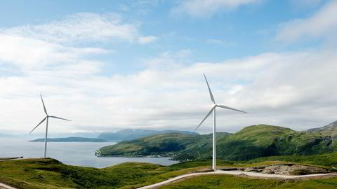 Det er ikke konfliktfritt å åpne arealer for vindkraft til havs. Her må det også gjøres grundige avveininger, og vi må balansere flere hensyn. Fiskerinæringen og naturmangfold er to eksempler. Her fra vindparken på Vannøya.