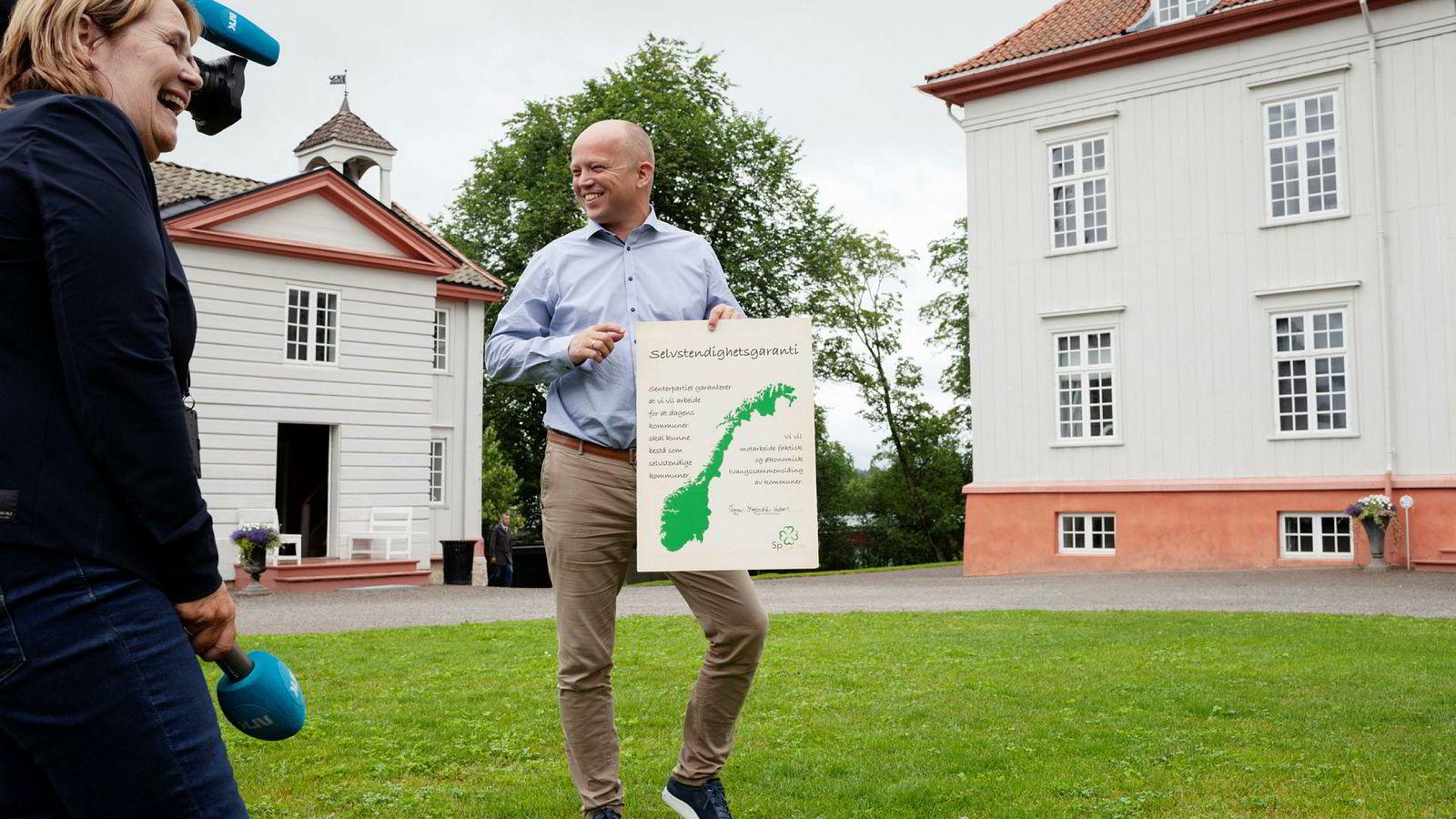 Sp-leder Trygve Slagsvold Vedum åpnet valgkampen med et norgeskart på Eidsvoll, så klart.