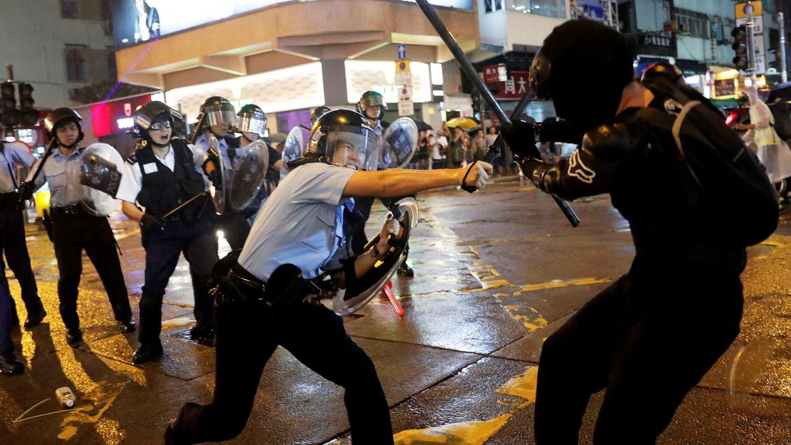 Jeg har vanskelig for å se for meg at demonstrasjonene i Hongkong (bildet) skal resultere i noe annet enn enten en fullstendig lammelse av Hongkong som samfunn eller en militær invasjon på linje med det som skjedde på Den himmelske freds plass for 30 år siden.