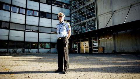 Seksjonssjef Rune Skjold ved Oslo politidistrikts seksjon for økonomi- og spesialetterforskning skal undersøke om det er grunnlag for å åpne sak i forbindelse anmeldelse av selskaper som driver investeringsrådgivning. Foto: Mikaela Berg