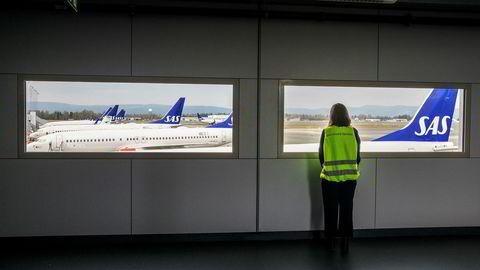 SAS-flyene står på bakken etter at norske SAS-piloter gikk ut i streik fredag. Opptil 80.000 reisende ble rammet allerede på streikens første dag.