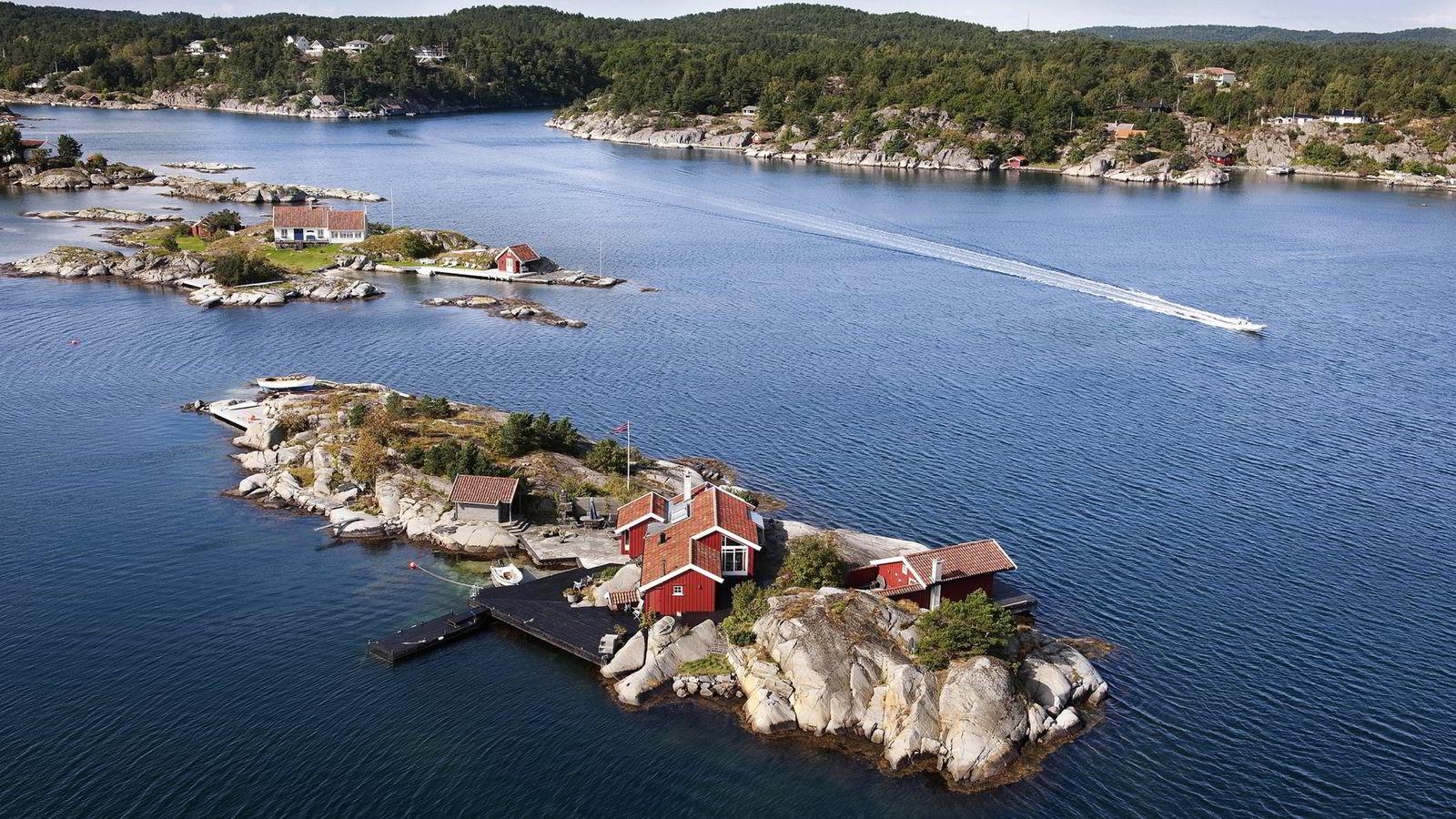 Lillesand har de dyreste sjøhyttene, ifølge nye tall fra Eiendom Norge. Flyfoto fra området rundt Gamle Hellesund i Blindleia.