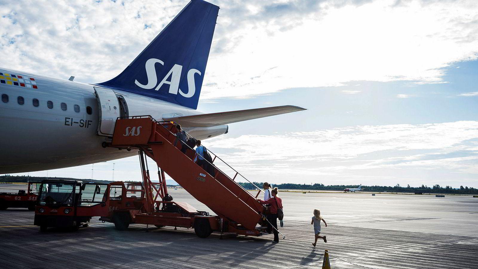 Over 400.000 flyreiser årlig er med i potten når det offentlige skal ha nye avtaler med reisebyråene, men pris på tjenestene får mindre betydning. Her fra Oslo lufthavn.