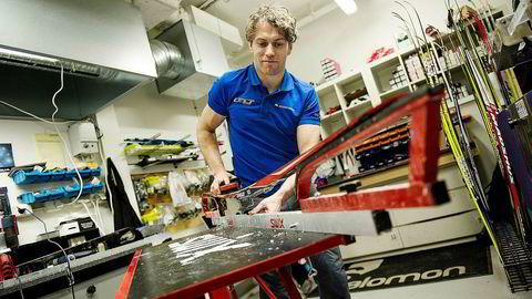 Smøreekspert Terje Opheim viser hvordan du legger på glider, festevoks og klister. Thomas Haugersveen