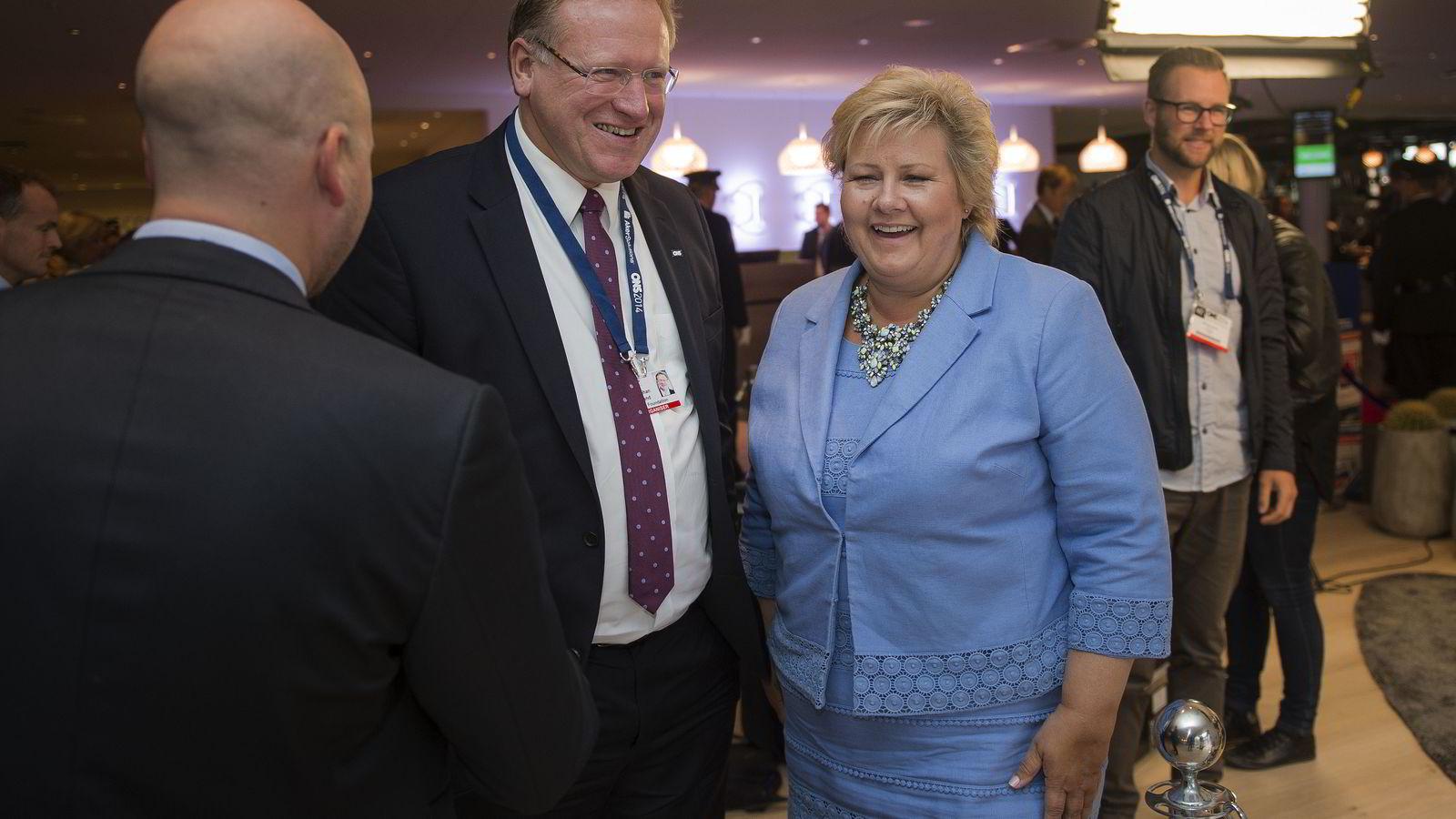 Leif Johan Sevland og statsminister Erna Solberg fikk seg en god prat under ONS i 2014. På mandag møtes de igjen til ONS 2016 som fokuserer på endringer og omstillinger i oljenæringen. Foto: Carina Johansen  /