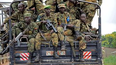 Soldater som har levd lenge i bushen og av å angripe hverandre, skal finne sin plass i det sivile. Det må skje raskt. Uten integrasjon får vi lett økende arbeidsløshet, kriminalitet og politisk ustabilitet, skriver artikkelforfatteren. Her fra Uganda.