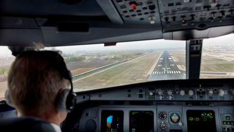 SAS-piloter i Norge, Sverige og Danmark kan gå til streik 26. april om de ikke blir enige om en ny kollektivavtale med selskapet. Her fra innflyvning til Beijing flyplass med et av SAS' langdistansefly.