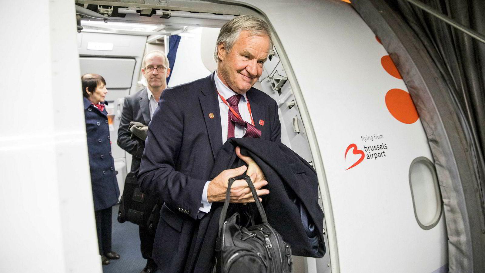 Norwegian-sjef Bjørn Kjos er under hardt press med fallende aksjekurs, høy oljepris og fortsatt høye gjeldskostnader.