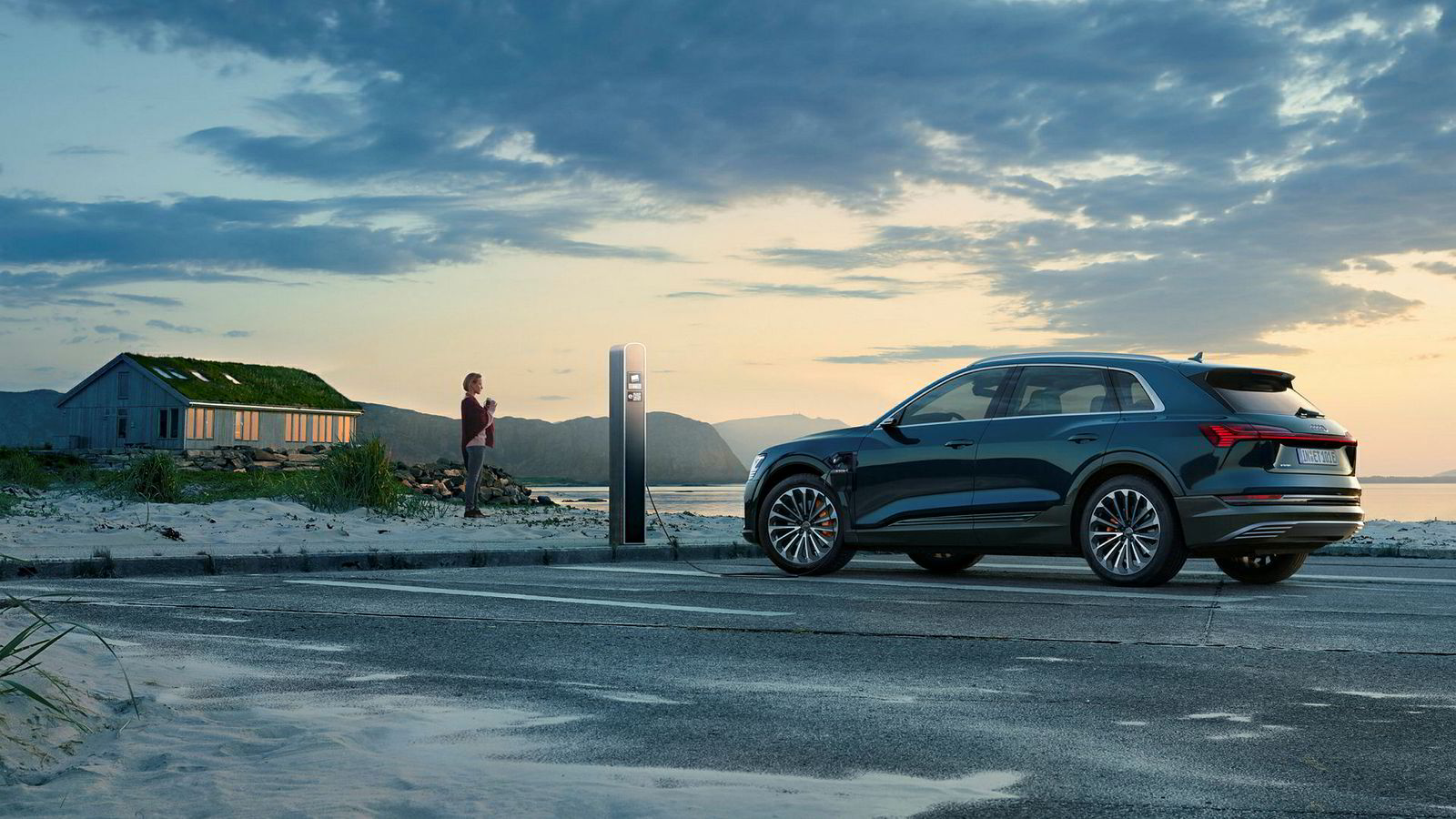 Audi E-tron ble lansert denne uken. Her er bilen på besøk på Giske på Sunnmøre.