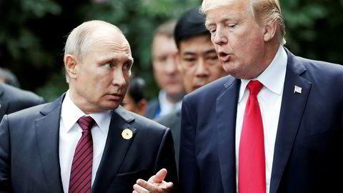 USAs president Donald Trump i samtaler med Russlands president Vladimir Putin under Apec-toppmøtet i Vietnam i november ifjor. Foto: Jorge Silva/Reuters/NTB Scanpix