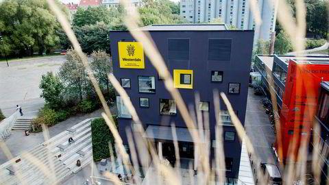 Privatskolen Westerdals, med krav på over 100 millioner kroner hengende over seg, får nye eiere.