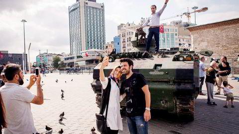 Mange tyrkere feiret kuppmakernes mislykkede forsøk på å ta over makten. Foto: Gunnar Lier