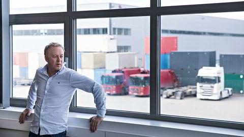 Jonny Enger på et kombinert møterom og kantine i Veitransport's lokaler i Enebakk. Her holdt også Veireno til før de gikk konkurs.