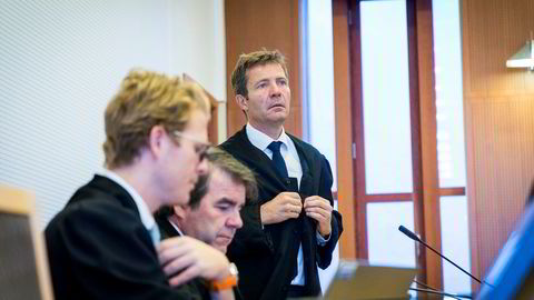 Forsvarerne til tidligere corporatesjef i Pareto, Petter Dragesund, har vært ordknappe gjennom to måneder med rettssak. Foran fra venstre, advokatene Espen Ostling og Henning Harborg fra advokatfirmaet Thommessen og Christian Hjort fra advokatfirmaet Hjort.