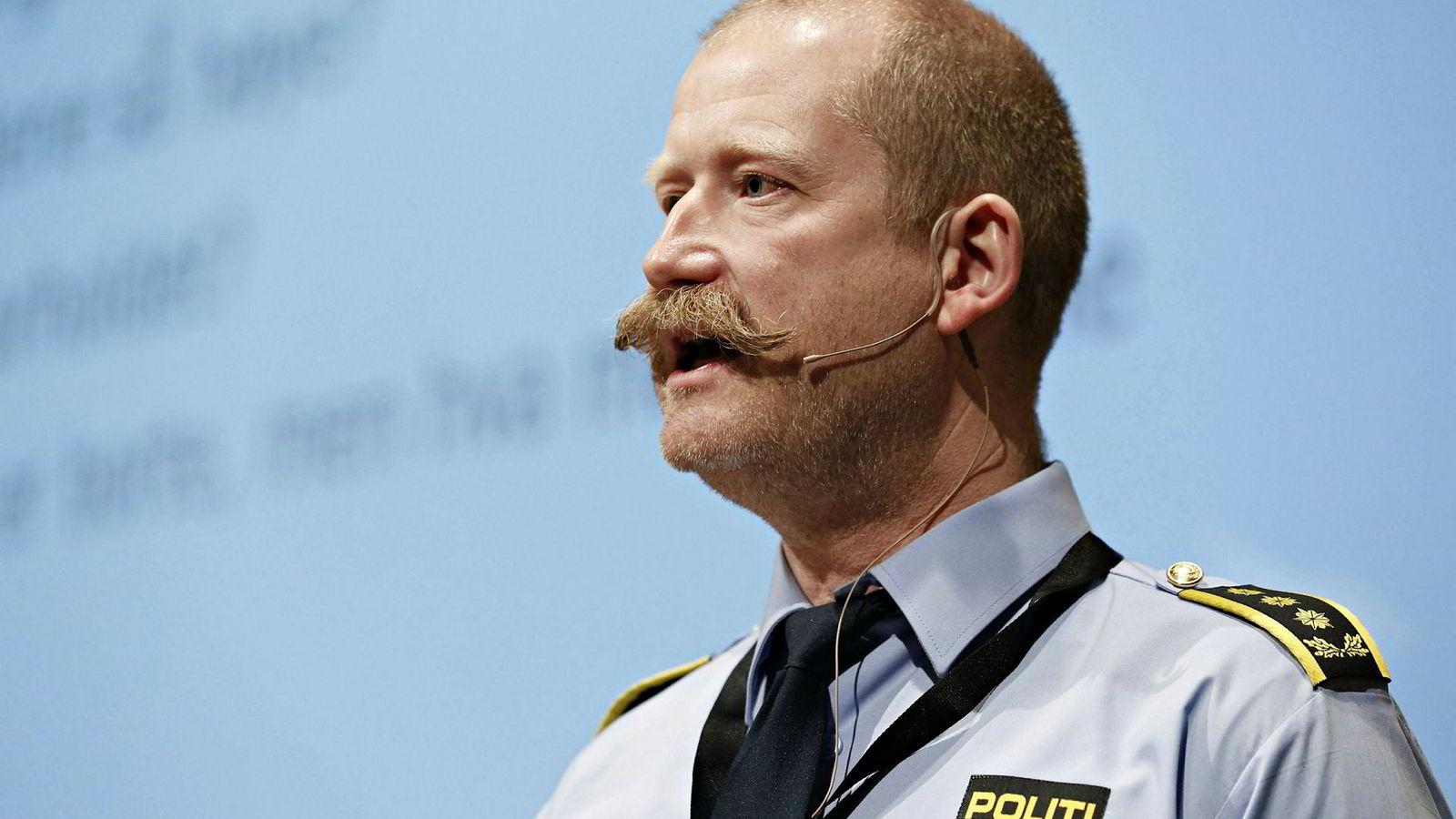 Seksjonsleder Hans-Peder Torgersen i Kripos bekrefter at det i mange saker dukker opp telefoner hvor den registrerte eier eller bruker er åpenbart fiktiv eller umulig å identifisere – og at dette er en utfordring for politiet.