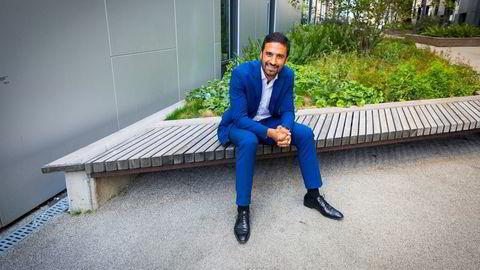 Shakeb Syed i DNB Asset Management tror ikke det kommer til å bli mer enn en korreksjon og beholder aksjer på overvekt.