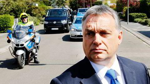 Ungarns statsminister Viktor Orbán, ser ingen grunn til å gjøre noe annerledes: Flyktningene er ikke et europeisk problem, i hans øyne, de er et tysk problem. Foto: Michael Probst/AP/NTB Scanpix